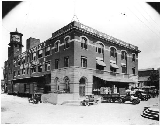 Piggly Wiggly headquarters Ca 1923 michaelwfreem via Foter.com / CC BY-NC-SA Original image source: https://flickr.com/photos/mikesmemphistours/6450065587/