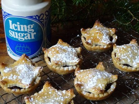Cakes & Bakes: Luxury mince pies H is for Home via Foter.com / CC BY-NC Original image URL: https://www.flickr.com/photos/h_is_for_home/24731474078/