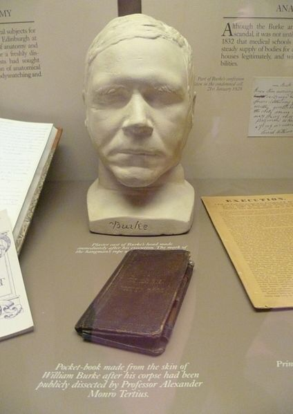 William Burke's death mask and pocket book, Surgeons' Hall Museum. Edinburgh. Image: Kim Traynor via Wikimedia