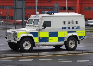 Armoured Land Rover - Bedfordshire & Hertfordshire Police Land Rover at Luton airport - (Mick Baker)rooster via flickr