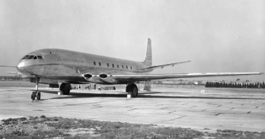 The first de Havilland DH.106 Comet prototype at Hatfield in 1949 - British official photographer - Public domain